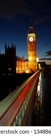 Night view of Big Ben and Westminster Palace, seen from Westminster Bridge.