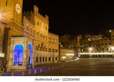 Night view of Campo Square (Piazza del Campo), Siena Palazzo Pubblico and Mangia Tower (Torre del Mangia) in Siena, Tuscany, Italy.