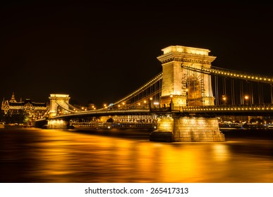 Night view of the Chain Bridge in Budapest