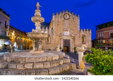 """Night view of Church of San Nicola, sometimes called """"fortress cathedral"""", located on Piazza del Duomo in old town of Taormina, Sicily, Italy"""