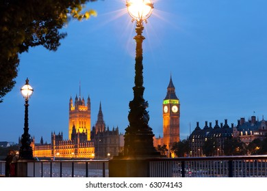 Night view of House of Parliament and Big Ben, London, UK