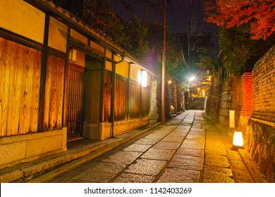 "Night view of ""Ishibei koji"" in autumn, Kyoto Higashiyama"