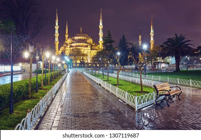 Night view on Blue Mosque from Mehmet Akif Ersoy Park