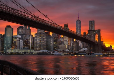 Night view on Brooklyn Bridge and Lower Manhattan with Easter River