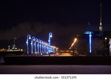 Night view on Peters quay, peter and paul fortress, the spire of petropalovskaya krepost