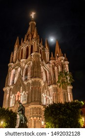 Night view of the Parroquia de San Miguel Arcángel church with moon in background, San Miguel Allende, Mexico