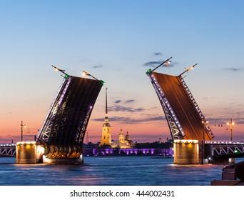 night view of Saint-Petersburg, open Palace bridge