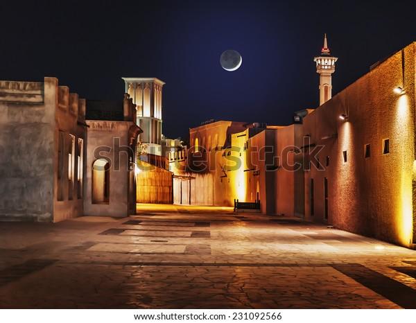 アラブ首長国連邦の古い都市ドバイの街並みの夜景 の写真素材 今すぐ編集