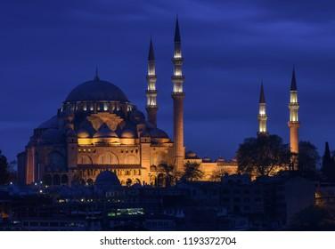 Night view of  Suleymaniye Mosque in Istanbul, Turkey.