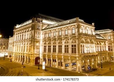 Night view of Vienna State Opera (Wiener Staatsoper) in Vienna, Austria.