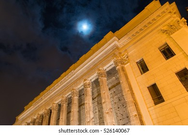 Night walk through the streets of ancient Rome