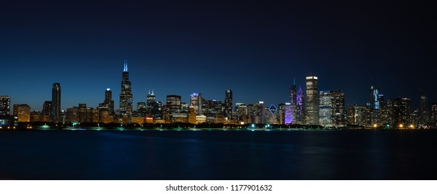 Nighttime panoramic photograph of Chicago, Illinois.