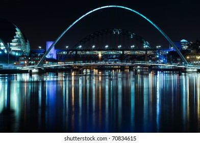 Night-time photograph of the Millenium Bridge over the River Tyne in Newcastle upon Tyne/Gateshead.