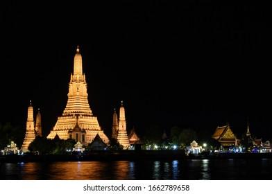 Nighttime of Wat Arun or Wat Arun Ratchawararam Ratchawaramahawihan, This is a Buddhist temple in Bangkok Yai district of Bangkok, Thailand.