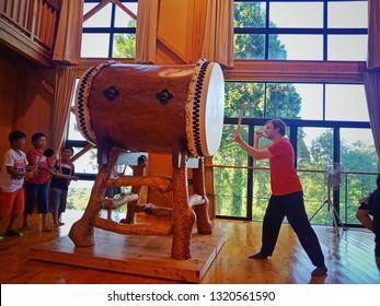 Niigat, Japan - Aug 15, 2018 : Tourist enjoy Japanese Drum (Taiko) Workshop in Sado Island Taiko Centre (also called Tatakokan), Sado Island