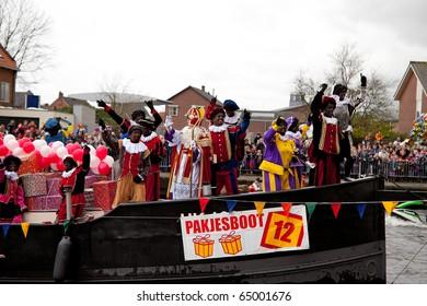 NIJKERK - NOVEMBER 13: Sinterklaas arrives in the harbor, a traditional event, november 13, 2010 in Nijkerk the Netherlands