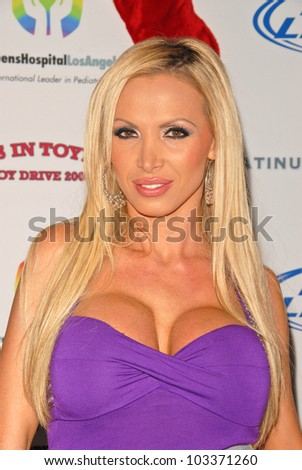 Nikki Benz Nude Photos 17