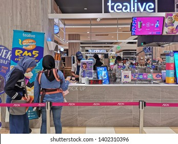 Nilai, Malaysia - 19/5/2019 : Tealive outlet at AEON Jusco Nilai shopping complex. It offers a variety of drinks like Tea, Coco, Coffee, Smoothies, Sea Salt Cheese, Matcha, Fruit Tea & Sparkling Juice
