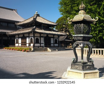 Nishi Hongan-ji or the Western Temple of the Original Vow, is one of two temple complexes of Jodo Shinshu in Kyoto, the other being Higashi Honganji. UNESCO World Heritage Site.