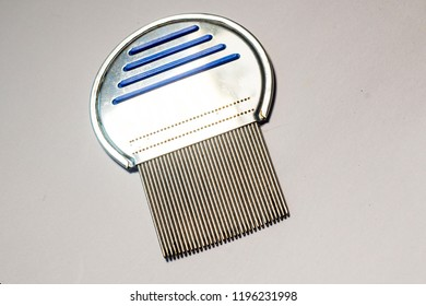 A nit comb for removing hair lice