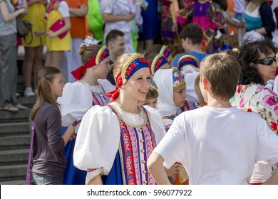 NIZHNY NOVGOROD, RUSSIA 05 MAY 2013: Feast day city. action amateur children's ensemble songs and dances on the main stage. Russia