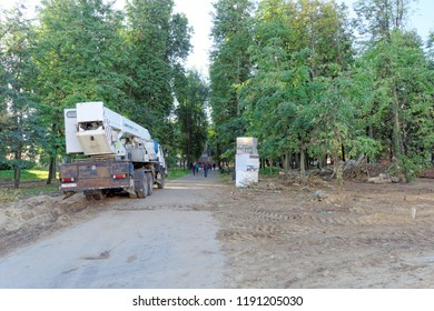 Nizhny Novgorod, Russia. - September 21.2018. Measures of municipal services of the city on cutting and uprooting of old poplar trees in the Square of 1905.