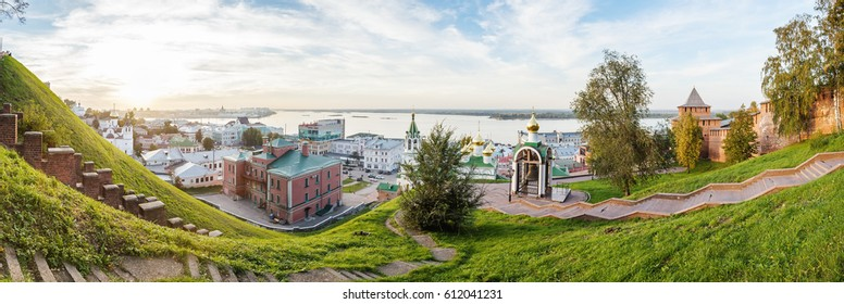 Nizhny Novgorod view of the Kremlin, the Cathedral of St. John the Baptist, the Bugrovsky doss house and arrows