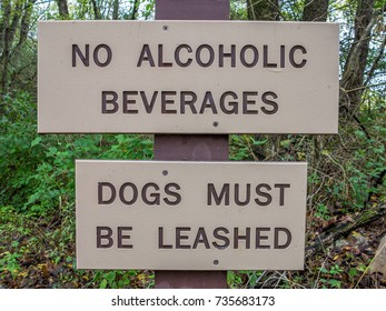 No alcoholic beverages, dogs must be leashed sign