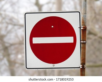 a No Entry road side with a read circle and a white bar