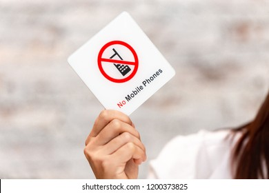 no mobile phone or phone call warning prohibit sign