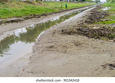 No water in the canal and no rain