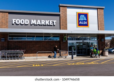 Noblesville - Circa March 2018: Aldi Discount Supermarket. Aldi sells a range of grocery items, including produce, meat & dairy, at discount prices I