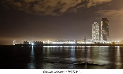 nocturna de barcelona en la playa