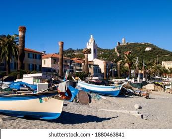 Noli, Italien: Historische Stadt an der Riviera di Ponente