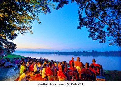 NONGKHAI, THAILAND - OCTOBER 26,2015 : The people waiting Naga fireballs(Legend of Naga, believe and  faithful) in end of Buddhist Lent Festival. Nongkhai Province, NorthEast of Thailand.
