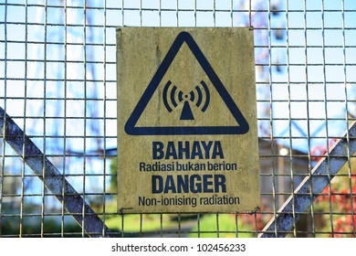 Non-ionising radiation danger sign