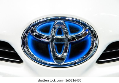 NONTHABURI - NOVEMBER 28 : Logo of Toyota Camry car on display at The 30th Thailand International Motor Expo on November 28, 2013 in Nonthaburi, Thailand.