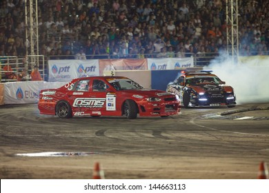 NONTHABURI THAILAND-JUNE 30 : Battle lap of two drift drivers at night time in D1 Grand Prix Series Thailand Professional Drift on June 30, 2013 in Nonthaburi, Thailand.