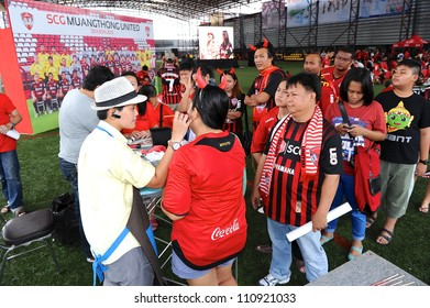 NONTHABURI THAILAND-MAY27:Unidentified line to body painting SCG  MuangThong utd.supporters before games during Thai Premier League between SCG MuangthongUtd.and Chonburi F.C.on May27,2012 in Thailand