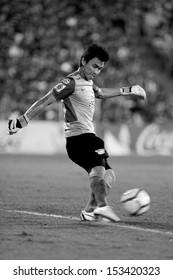 NONTHABURI THAILAND-Sep07:GK Sinthaweechai of Chonburi Fc.hit the ball during Thai Premier League between SCG Muangthong Utd.VS Chonburi Fc.at SCG Stadium on Sep07,2013 in,Thailand
