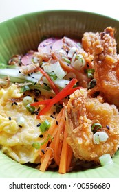 A noodle dish that served with fried prawns, battered eggs and sliced vegetables.