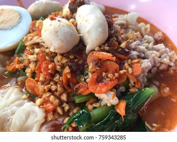 Noodle soup is spicy and delicious food Thailand. Are all eggs, beans, dried  shrimp.