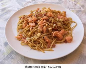 Noodles, prawns and smoked salmon