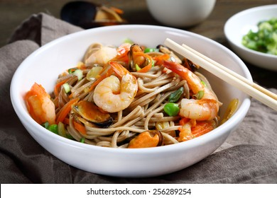 noodles with shrimp and mussels, food, horizontal composition