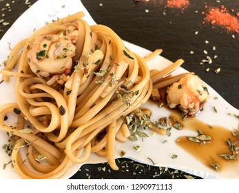 Noodles with shrimps and oregano