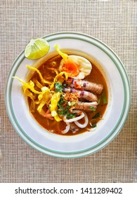 Noodles Thai Tomyum whith Crayfish and Slide Squid.