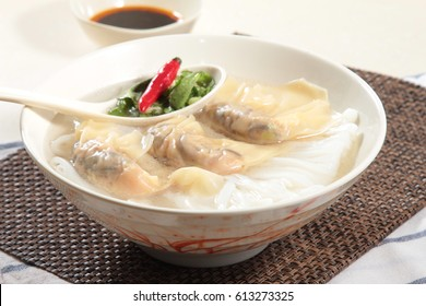 noodles or vermicelli in soup with meat