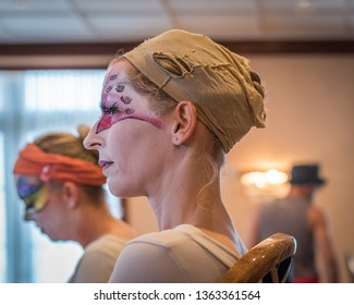 NOORDWIJK AAN ZEE-AUGUSTUS 18, 2018. At the Beach Boulevard of Noordwijk, the festival of Cirque des Dunes was held. In the dressroom several artist were working on their make up and costumes.