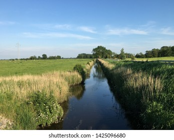 The Norderbootfahrt – an ancient canal built in 1611–13 – near Kleinhorn on the Eiderstedt peninsula (Schleswig-Holstein, Germany)