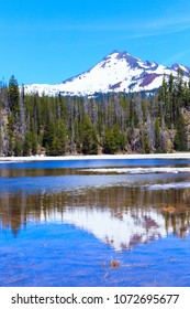 North America, United States, Oregon, Eastern Oregon, Cascade Lakes Highway, Sisters, North Sister, Sparks Lake.